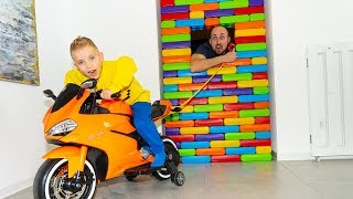 BABY ПОСТРОИЛ стену в доме!Ride on Toy Sportbike & pretend play with toys.