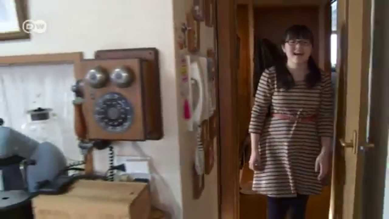 Deutsche Studentin schön durchs Wohnzimmer gepoppt
