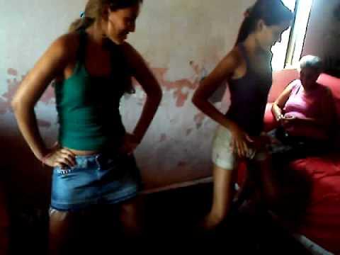 mony dançando fica