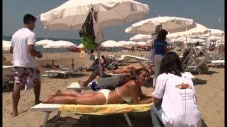 Basta mozziconi, in spiaggia i posaceneri tascabili di Marevivo