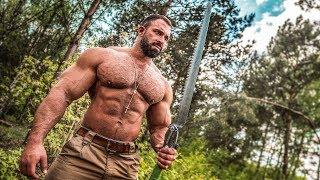 Bodybuilder allein im Wald! Überleben in der Wildnis!