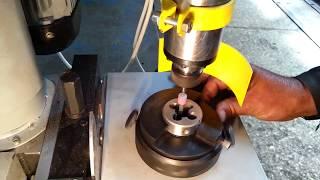 Процесс заточки и затыловки плашки на заточном станке модели ВЗ-462