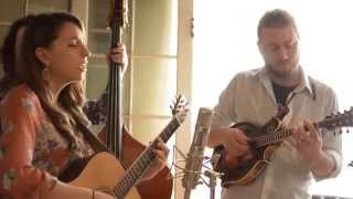 "Folk Alley Sessions: Lindsay Lou & The Flatbellys - ""Hot Hands"""