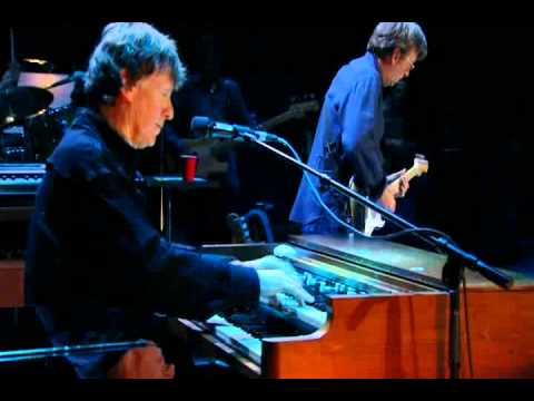 Eric Clapton and Steve Winwood Live From Madison Square Garden - Pearly Queen