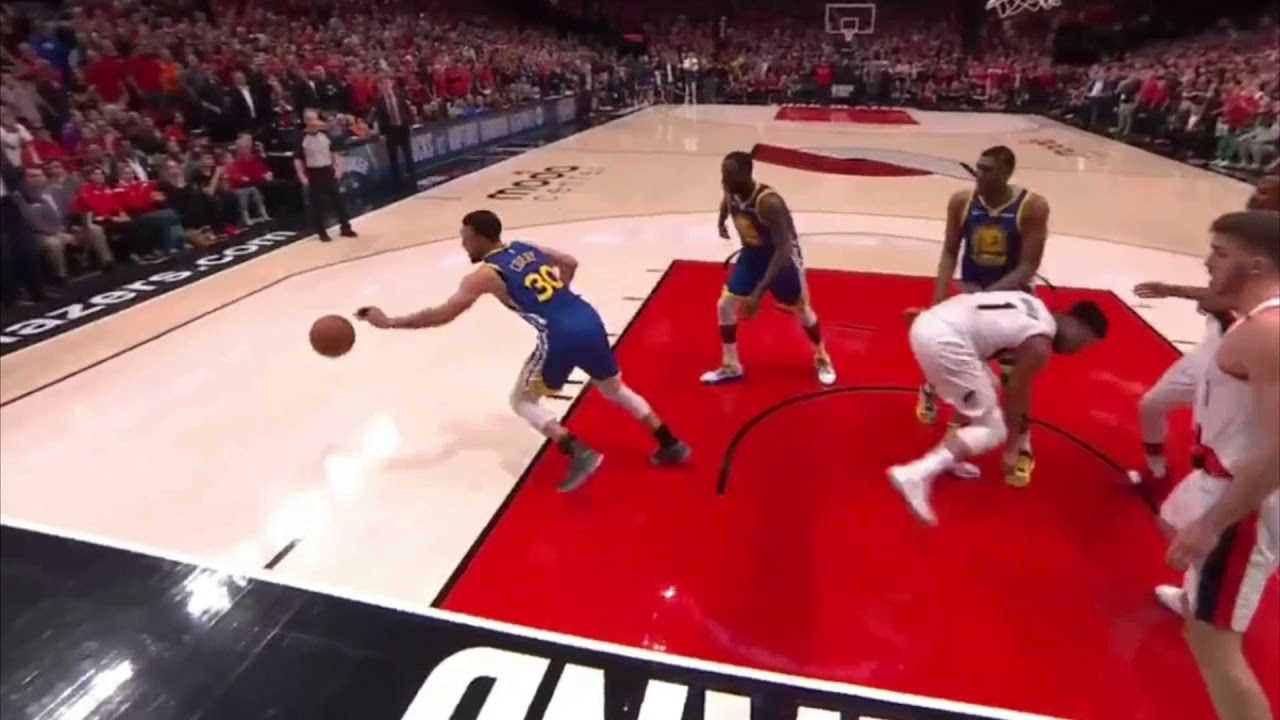 Stephen Curry Travel Game 4 Against The Blazers