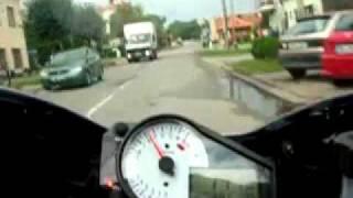 Сумасшедший на мотоцикле по городу