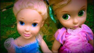 Princess Dolls Playing Having Fun at the Sea