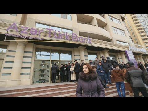 Баку: доллары и евро продает только один банк