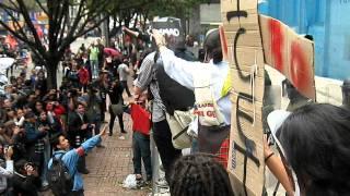 Estudiantes protegen al Smad, Sin Violencia!!