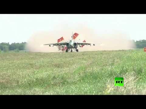 شاهد هبوط طائرات -سو-25 إس إم- الهجومية على مدرج ترابي  - نشر قبل 2 ساعة