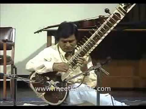 Ustaad Riyasat Hussain Khan plays Raag Kaushik Dhw...