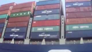 لحظة عبور أكبر سفينة حاويات فرنسية قناة السويس الجديدة وتحية المواطنيين لها بمنطقة المنصة