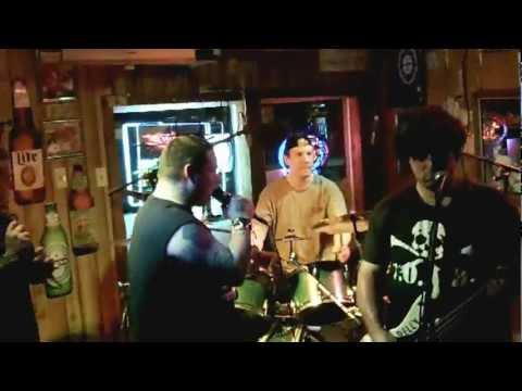 POTBELLY band, I'm An Alien, 7-7-12 LIVE@OHT punk gig Oak Harbor Tavern punx show