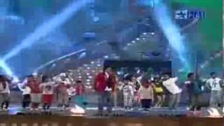 Aishwarya Rai watching Salman Khan Performance Star Screen Awards