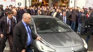 Hollande sifflé en sortant du Salon de l