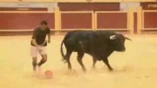 כריסטיאנו רונאלדו נגד השור  Cristiano Ronaldo VS The bull