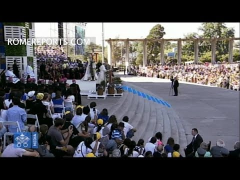 Pope Francis gives youth in Chile password for always being connected to Jesus