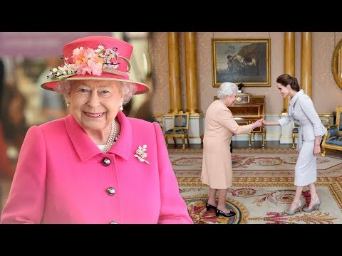 The Queen: 8 things you should NEVER do when meeting Her Maj