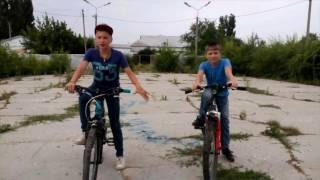 Дрифт+ обучалка от Никиты ( Как прыгнуть с двумя колесами на велосипеде)(Если понравилось видео, то поставить лайк и подпишитесь на канал, спасибо., 2016-07-08T14:31:18.000Z)