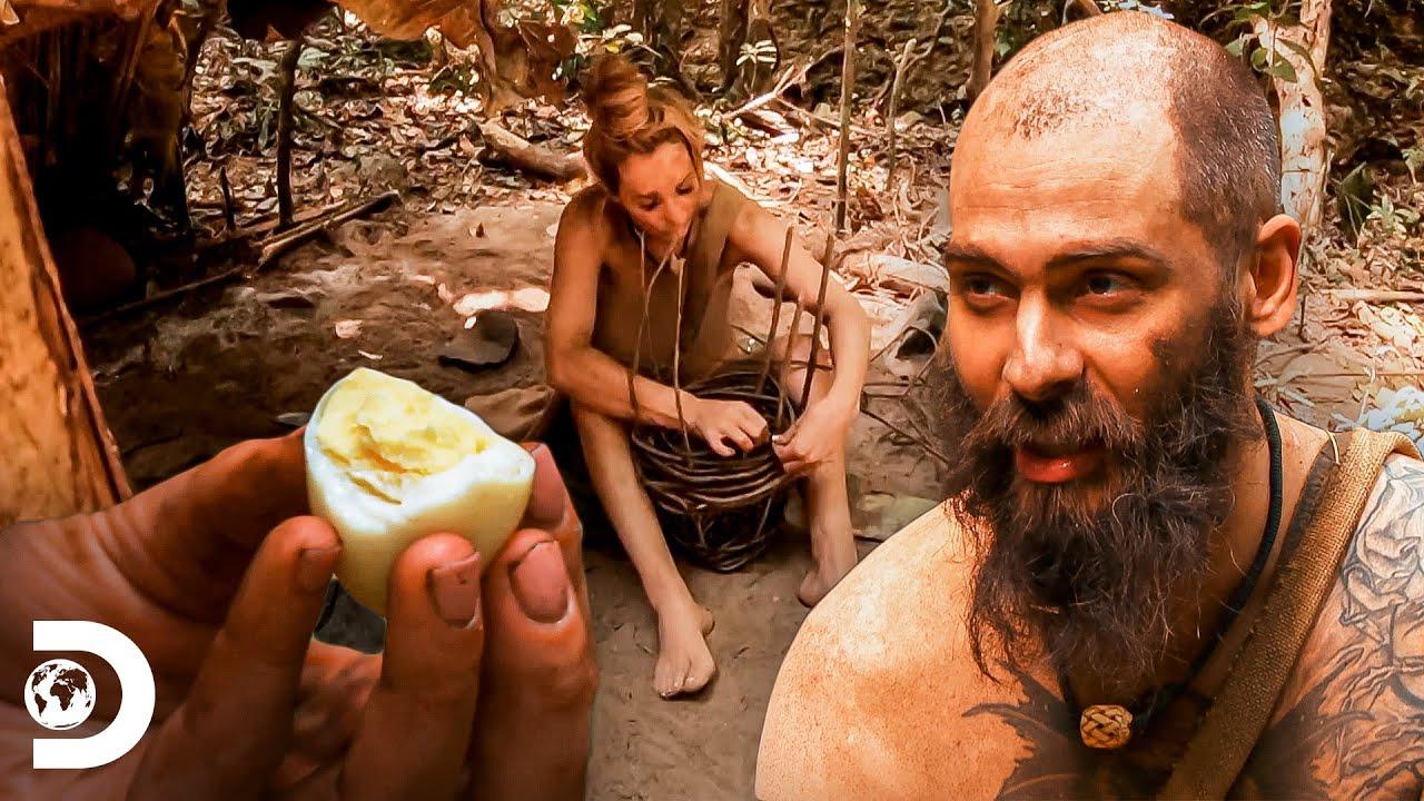 Jon e Jess buscam alimentos na floresta   Largados e Pelados   Discovery Brasil