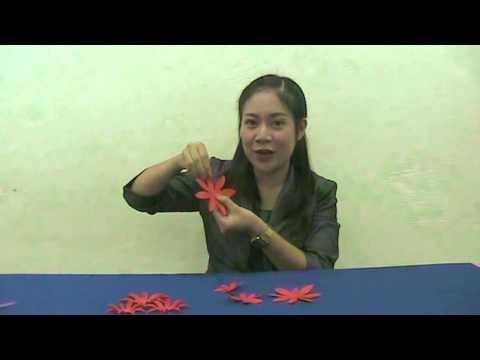 การประดิษฐ์ดอกไม้กระดาษติดขอบบอร์ด