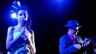 PJ Harvey feat. John Parish @ El Rey, Los Angeles 3/23/2009 (part 1)