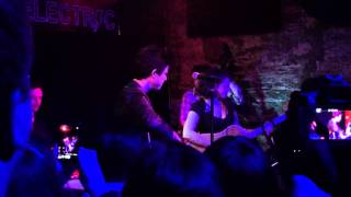 Billie Joe Armstrong and Norah Jones performing Roving Gambler at Bowery Electric 6/25/15 NYC Everly