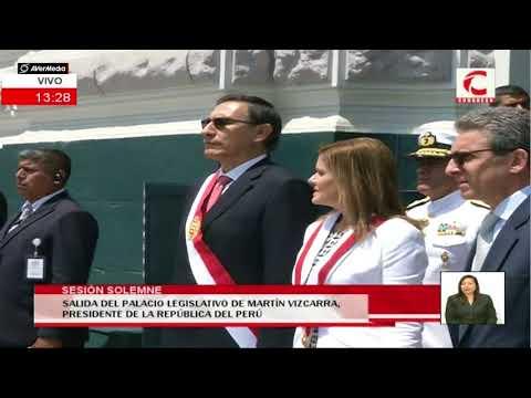 Presidente Vizcarra se retira del Congreso tras jurar como presidente