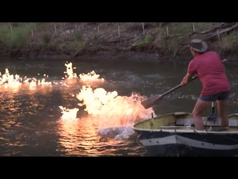 Ein Fluss, der sich anzünden lässt - und warum das eine Katastrophe ist