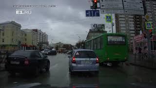 На 8 Марта маршрутка № 024 поехала на красный