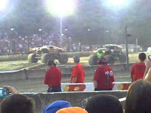 Monster Jam Summer Heat Lebanon Valley Speedway 2011 Grave Digger Vs. Maximum Destruction