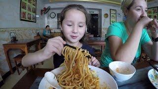 Еда в Китае. Кушаем лапшу в Халяль.