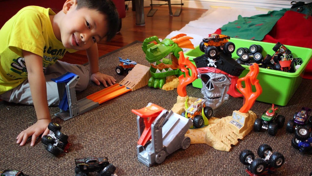Hot Wheels Monster Jam Pirate Takedown Dragon Blast Challenge Toy Playset Unboxing Youtube