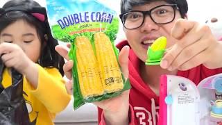 장난감 음식vs 진짜음식 장보기 놀이 콩순이 냉장고에 있는 장난감을 진짜 음식으로? 콩순이 장난감 놀이 TOY vs REAL FOOD