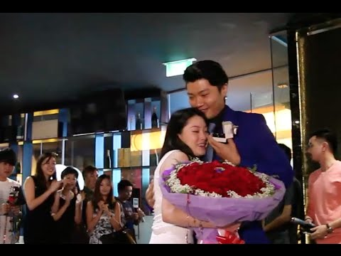 The MOST Romantic Surprise Proposal in Singapore. [Marcus & Georgia]