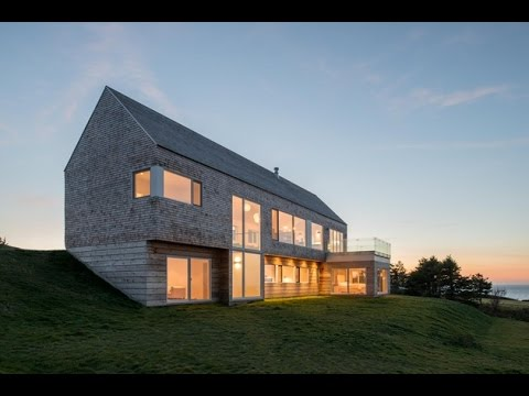 Harbor Heights Residence   Minimalist Classic House Design Built On Sloping  Site And Natural Panora