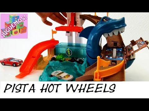 La Pista Hot Wheels Con El Temible Tiburon Devorador De Autos Que