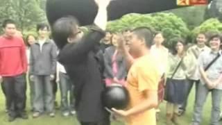 劉謙 保齡球穿透 impossible bowling ball penetration by lu chen