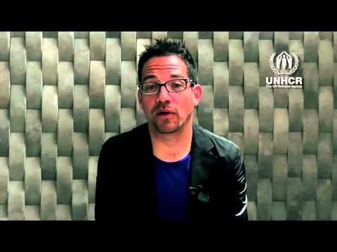 Juan Fernando Velasco - Dedica 1 minuto para ayudar a una familia obligada a huir