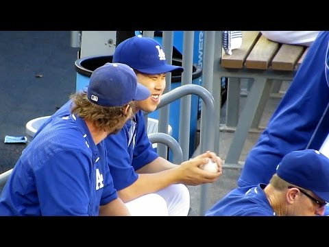 Hyun-jin Ryu 류현진 Tests His Arm 2015-08-15