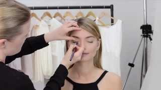 Видео урок: рисуем стрелки(Стрелки – это идеальный прием макияжа, который подойдет для глаз любой формы и сделает твой образ загадочн..., 2014-07-31T13:34:17.000Z)