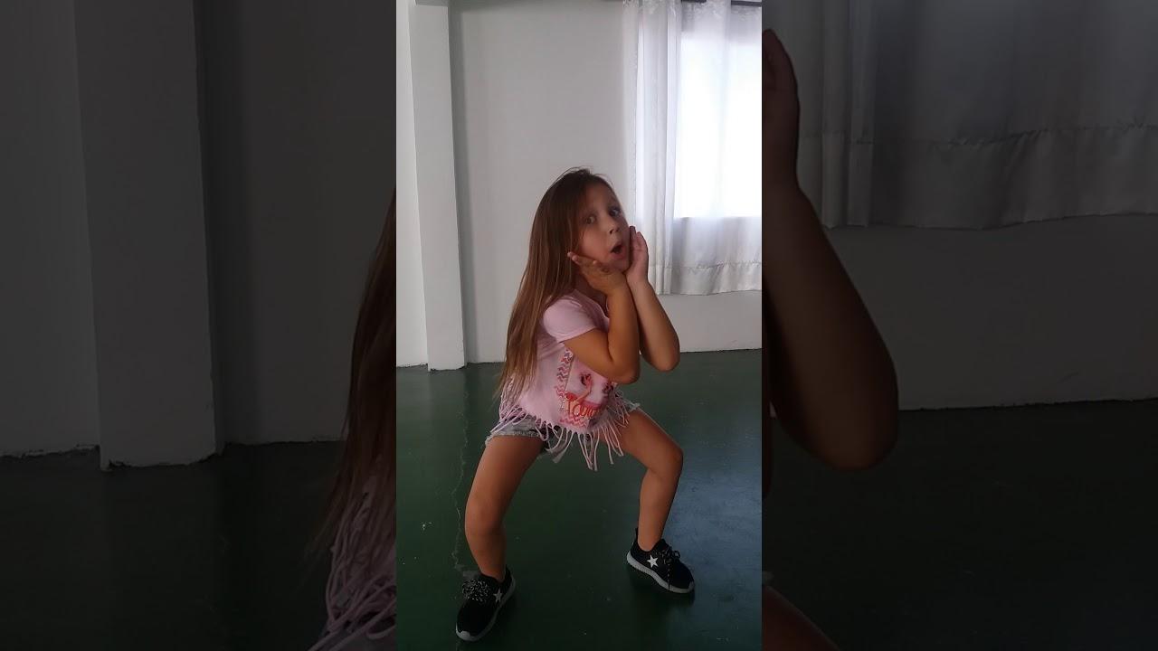 Vai malandra 2 Anitta  ( Sophia dançando )