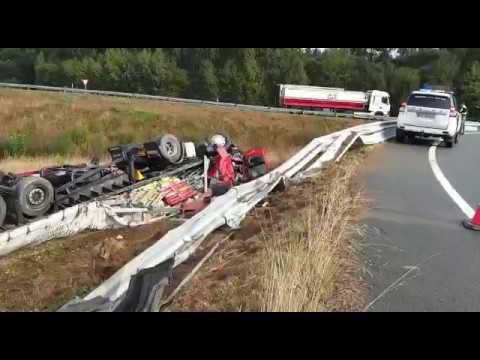 Muere un camionero al salirse de la vía en Begonte