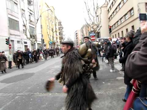 Download Carnevale Sardo Nuoro 12 marzo 2011 Mammuthones pt. 2