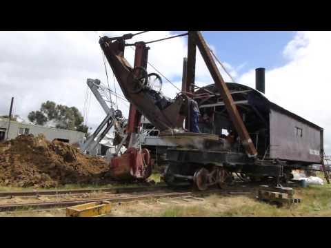 Bucyrus 65 ton rail mounted steam shovel - Part 2/2 operation