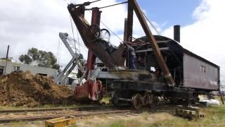 Repeat youtube video Bucyrus 65 ton rail mounted steam shovel - Part 2/2 operation