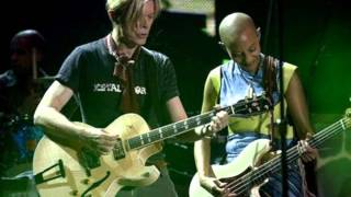 David Bowie & Gail Ann Dorsey - Under Pressure Live (Reality Tour)