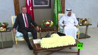 لحظة استقبال الملك السعودي سلمان للرئيس التركي أردوغان
