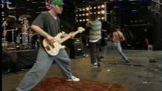 Repeat youtube video Rage Against The Machine - Bullet In The Head - 1993