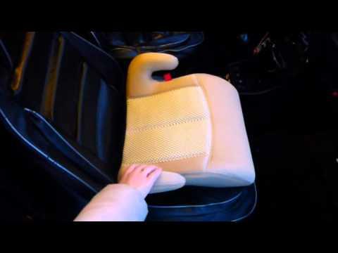 Как бустер крепится в машине